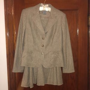 Ann Taylor 2 piece suit (skirt and jacket)